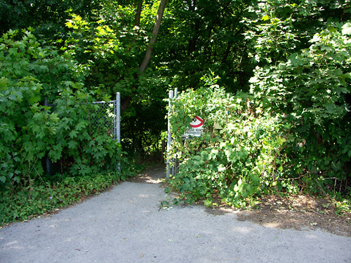 An obvious link to the Waterfront Trail