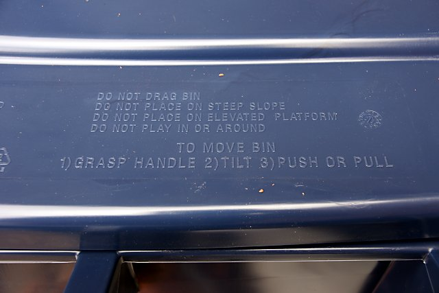 Informative instructions on the new blue bin