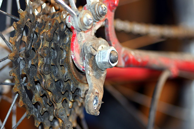 Shouldn't there be a derailleur here?