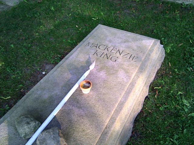 Mackenzie King, broke again