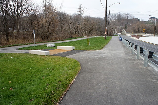 The turnoff to the Lower Don trail