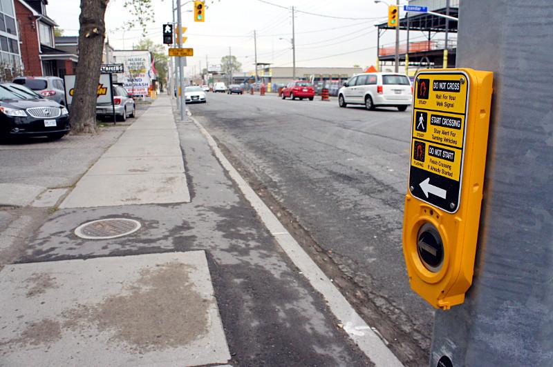 Dumb pedestrian signal