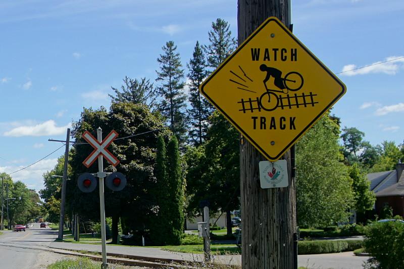 Cyclist caution sign